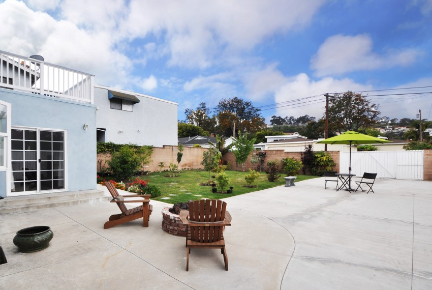 26 Backyard driveway