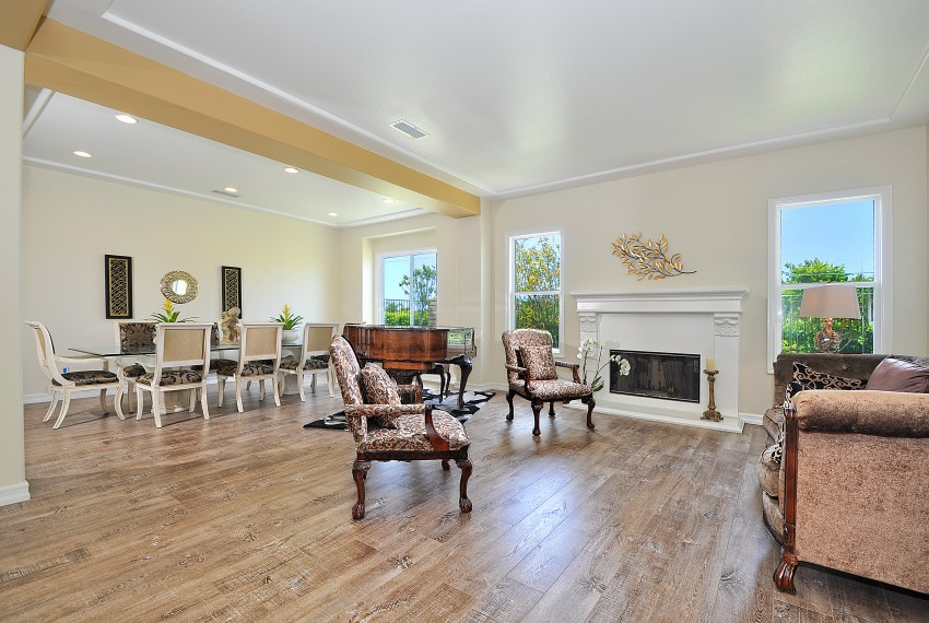9 Living room dining area